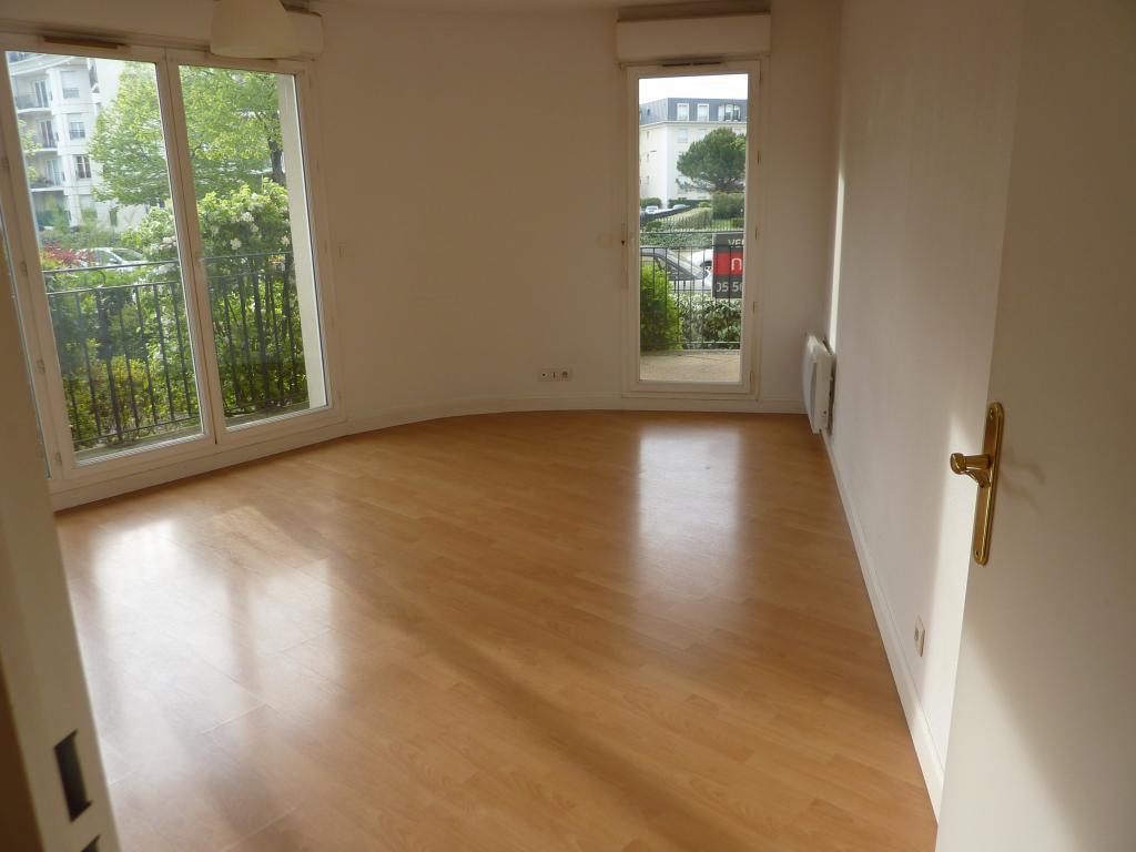 location de studio entre particuliers bordeaux 490 28 m. Black Bedroom Furniture Sets. Home Design Ideas