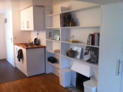 location de studio meubl entre particuliers paris 75006 950 20 m. Black Bedroom Furniture Sets. Home Design Ideas