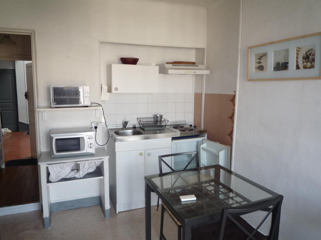location de studio meubl de particulier marseille 13001 450 20 m. Black Bedroom Furniture Sets. Home Design Ideas