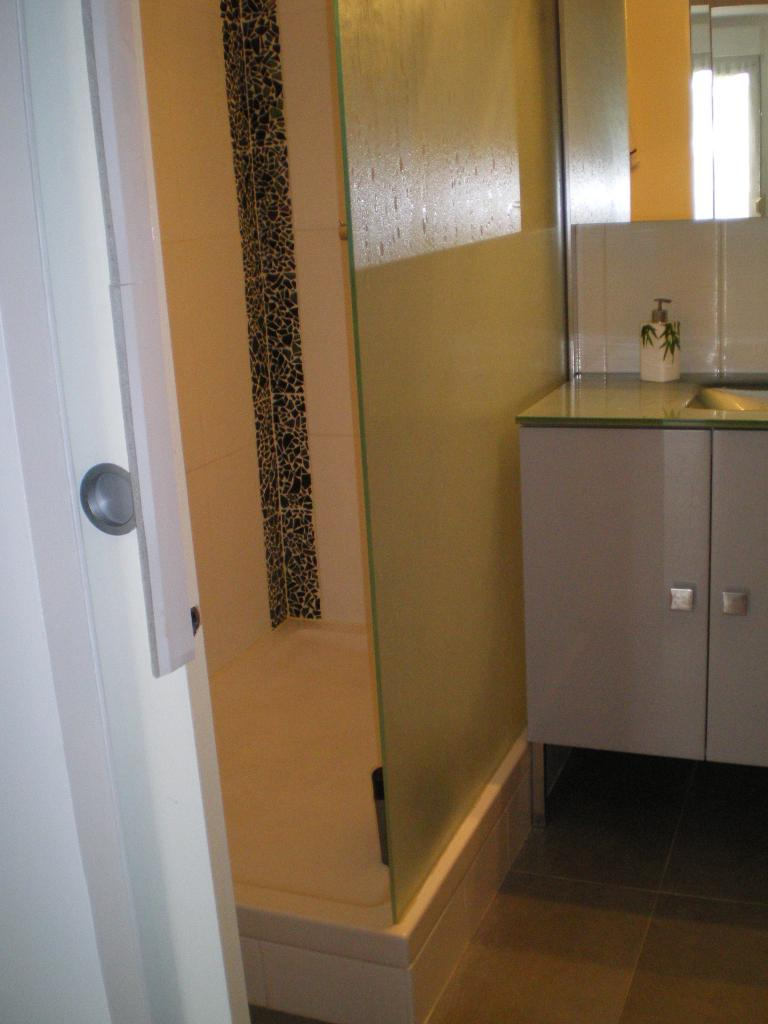 Chambre de 11m2 louer sur montigny le bretonneux for Location chambre etudiant versailles