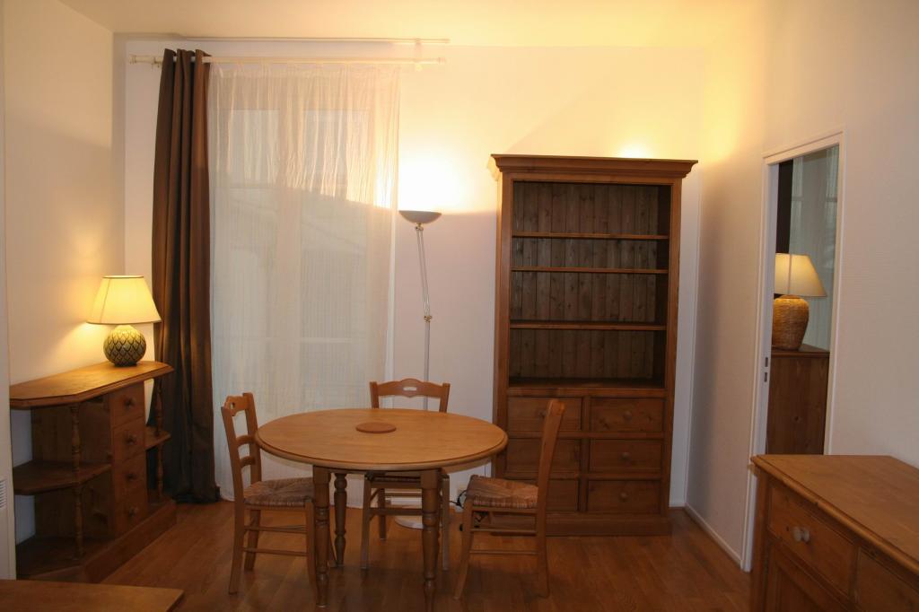 location d 39 appartement t2 meubl entre particuliers paris 75017 1380 41 m. Black Bedroom Furniture Sets. Home Design Ideas