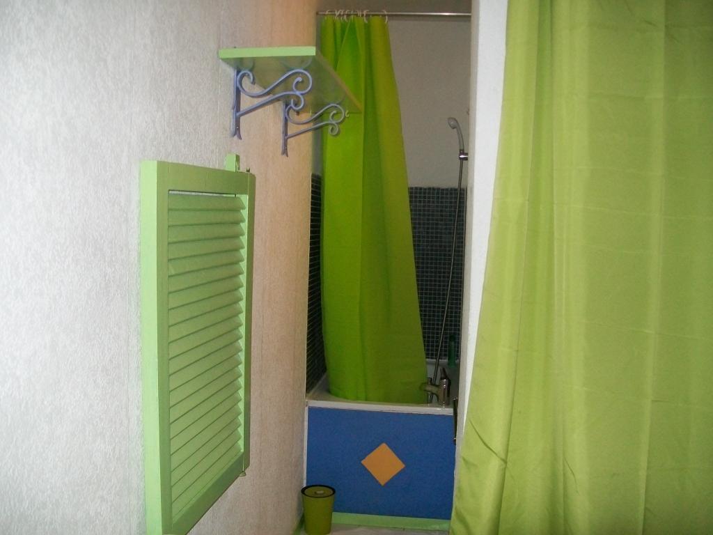 location de studio meubl sans frais d 39 agence aix en provence 410 15 m. Black Bedroom Furniture Sets. Home Design Ideas