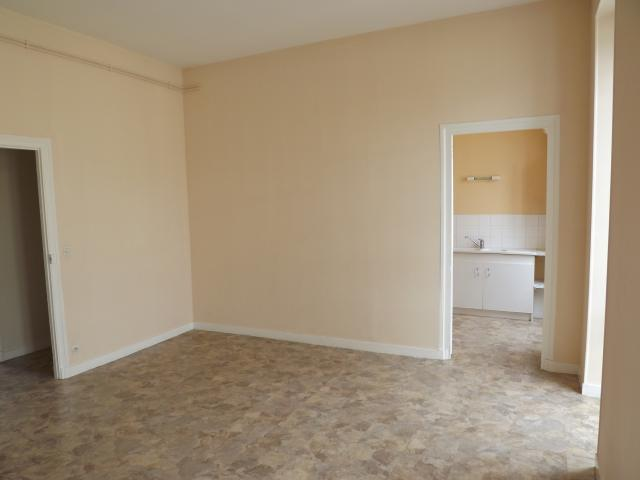 Location appartement T3 St Jean d'Angely - Photo 2