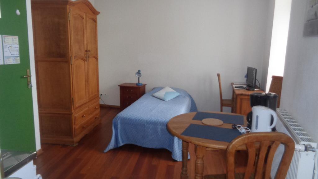 location de studio meubl entre particuliers vichy 350 26 m. Black Bedroom Furniture Sets. Home Design Ideas
