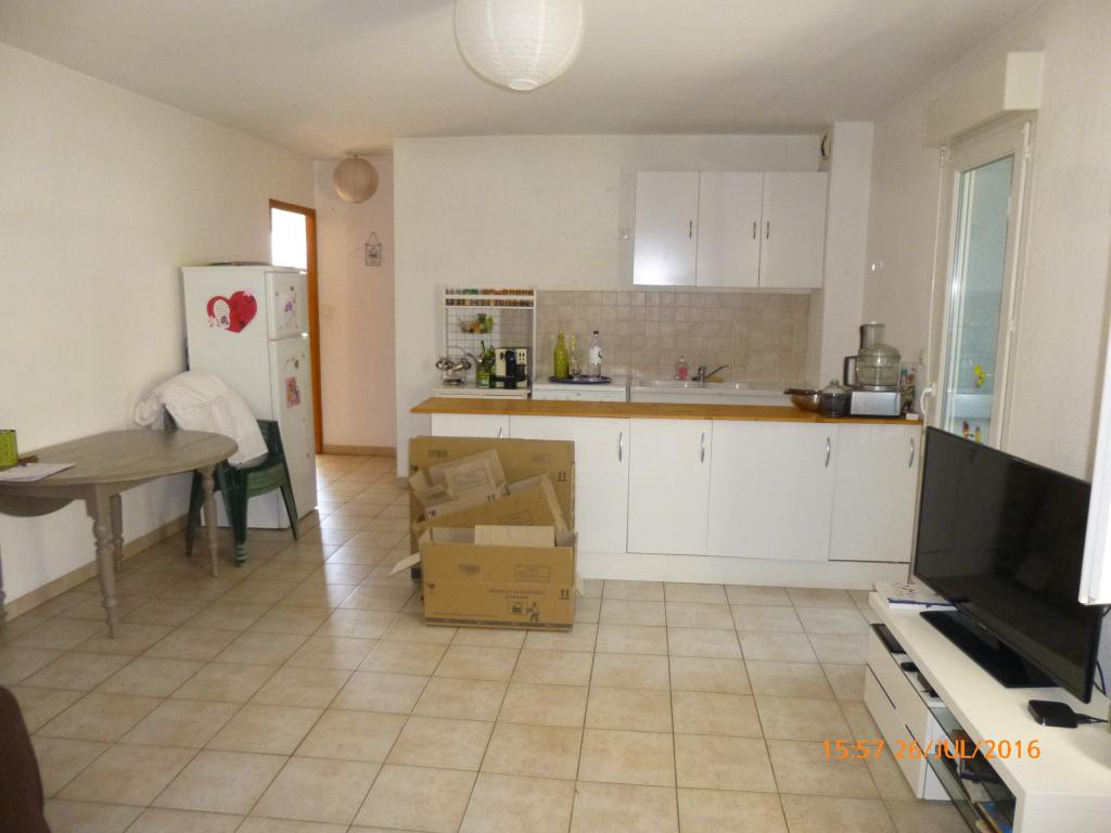 Location immobilière par particulier, Santa-Maria-di-Lota, type appartement, 45m²