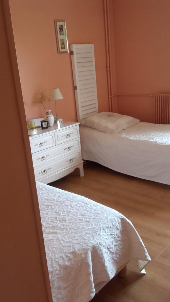 De particulier à particulier Écully, appartement chambre de 14m²