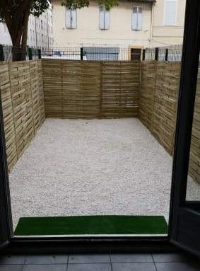 location de studio sans frais d 39 agence marseille 13010 530 25 m. Black Bedroom Furniture Sets. Home Design Ideas