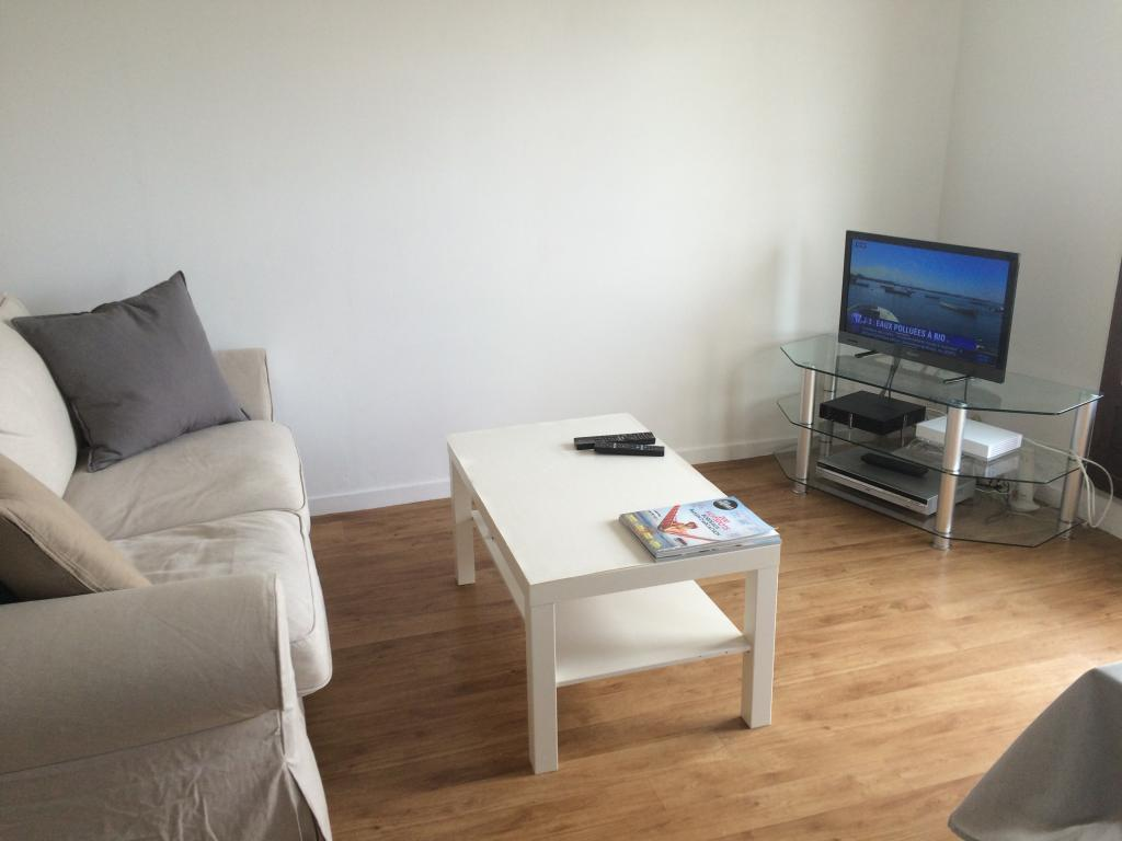 location d 39 appartement t2 meubl sans frais d 39 agence bordeaux 777 47 m. Black Bedroom Furniture Sets. Home Design Ideas