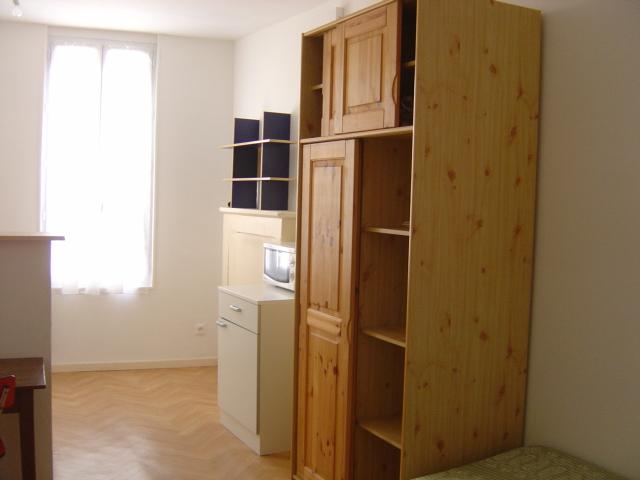 location de studio meubl de particulier particulier niort 300 25 m. Black Bedroom Furniture Sets. Home Design Ideas
