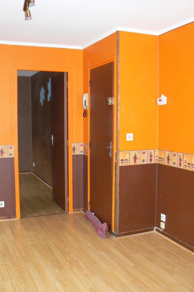 location d 39 appartement t2 de particulier bourges 400 40 m. Black Bedroom Furniture Sets. Home Design Ideas