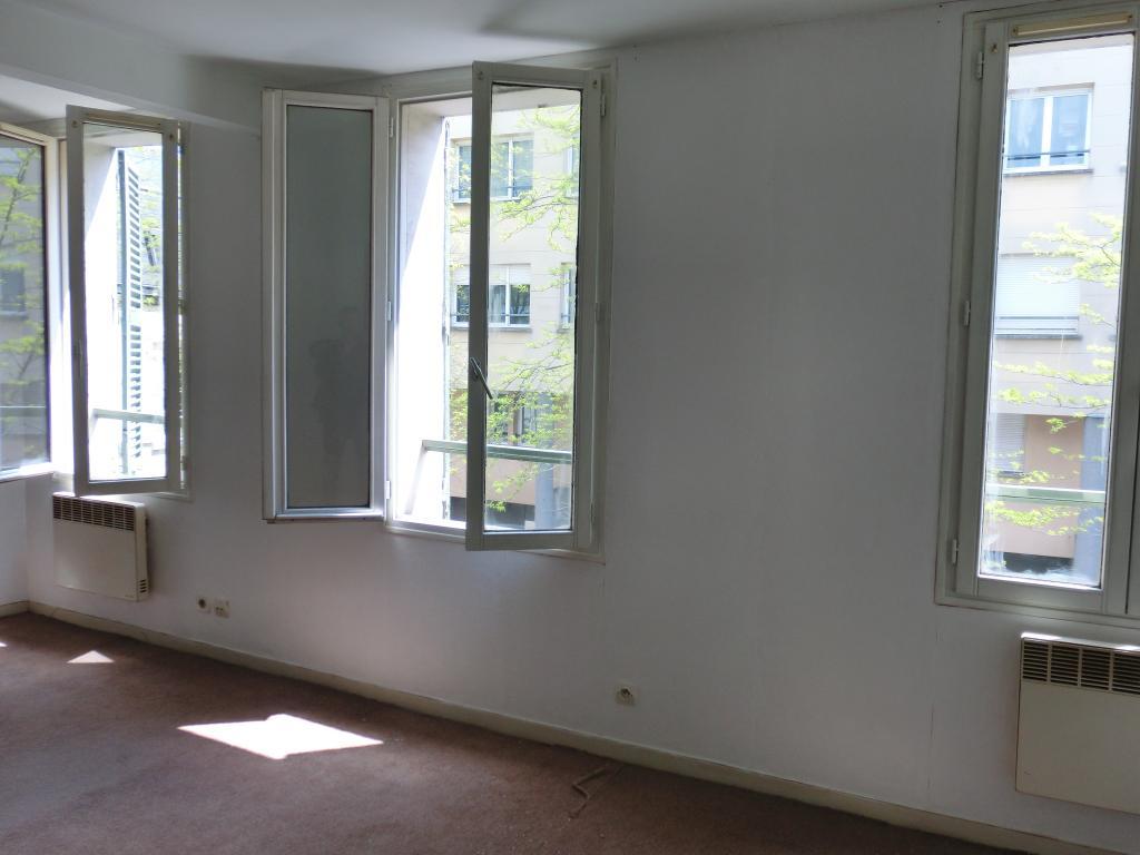 location de studio sans frais d 39 agence chartres 399 35 m. Black Bedroom Furniture Sets. Home Design Ideas