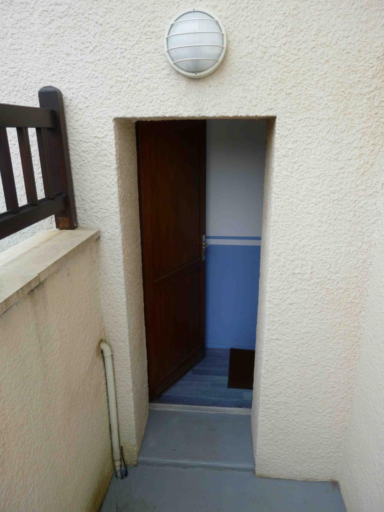location de chambre meubl e de particulier caen 250. Black Bedroom Furniture Sets. Home Design Ideas
