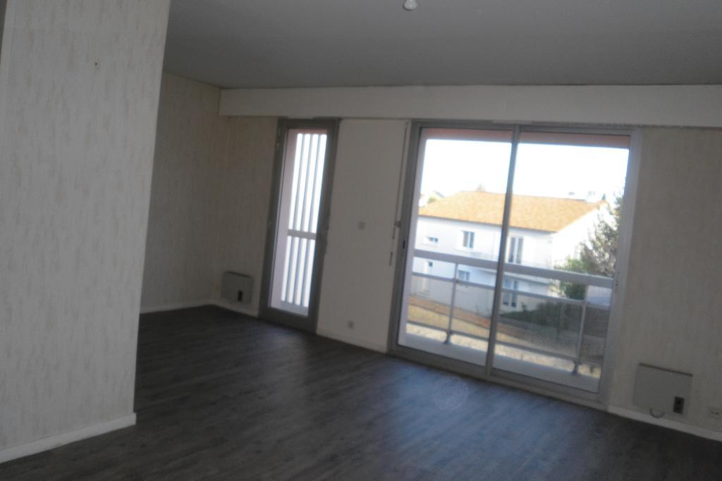 appartement de 36m2 louer sur niort location appartement. Black Bedroom Furniture Sets. Home Design Ideas