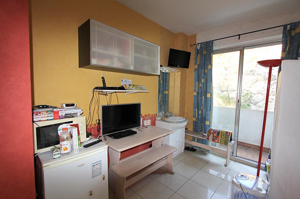 location de studio meubl sans frais d 39 agence marseille 13008 385 13 m. Black Bedroom Furniture Sets. Home Design Ideas