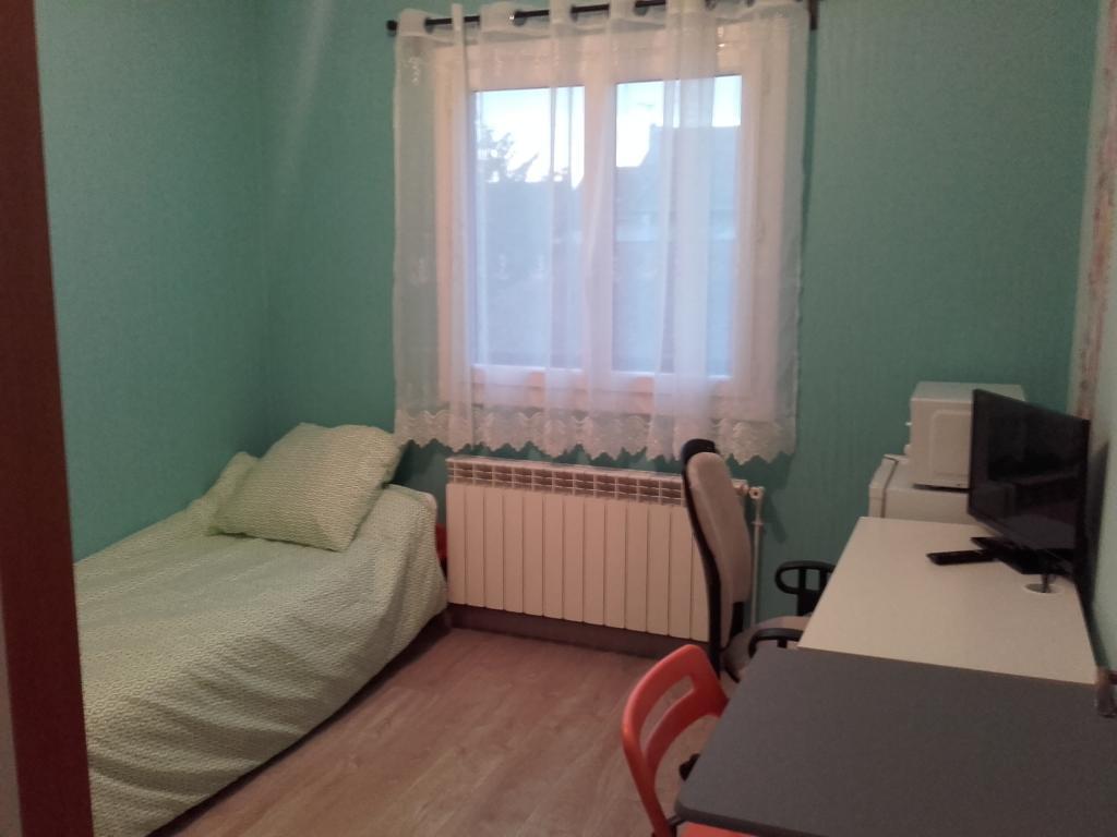Entre particulier , chambre, de 11m² à Livry-Gargan