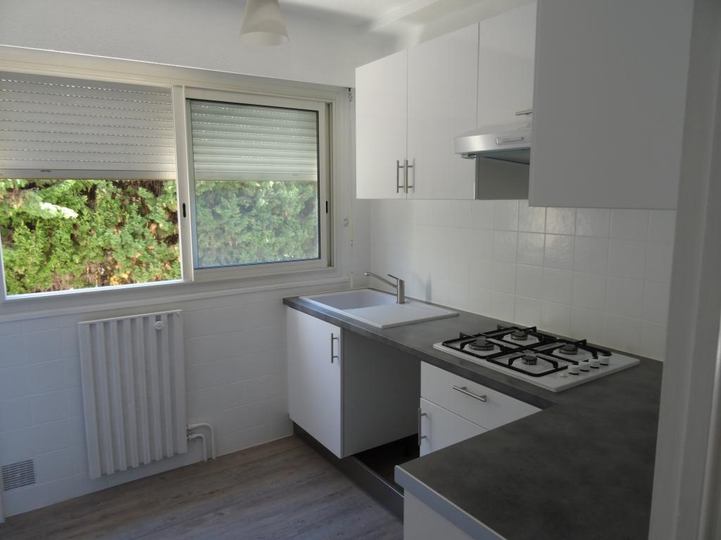 location d 39 appartement t3 de particulier particulier hyeres 830 64 m. Black Bedroom Furniture Sets. Home Design Ideas