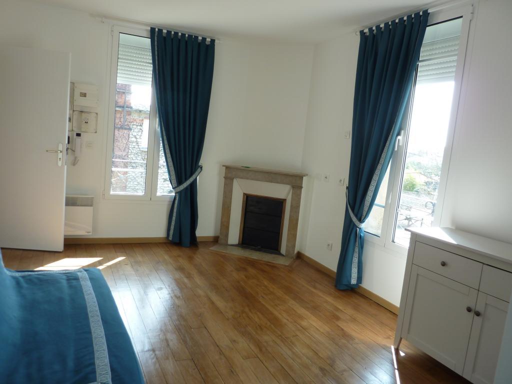 Appartement particulier à Vaux-le-Pénil, %type de 25m²