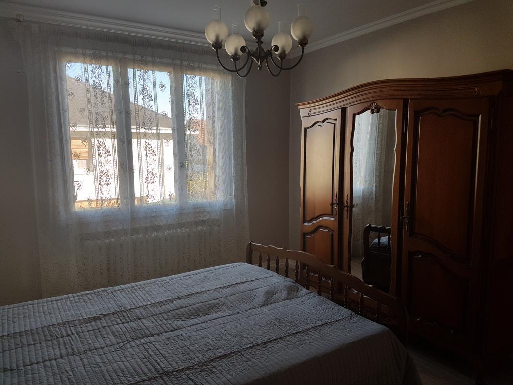 location de maison f6 meubl e sans frais d 39 agence dijon. Black Bedroom Furniture Sets. Home Design Ideas