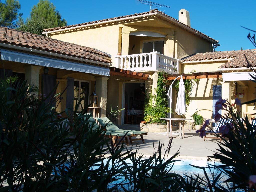 Appartement particulier à Saint-Antonin-du-Var, %type de 190m²