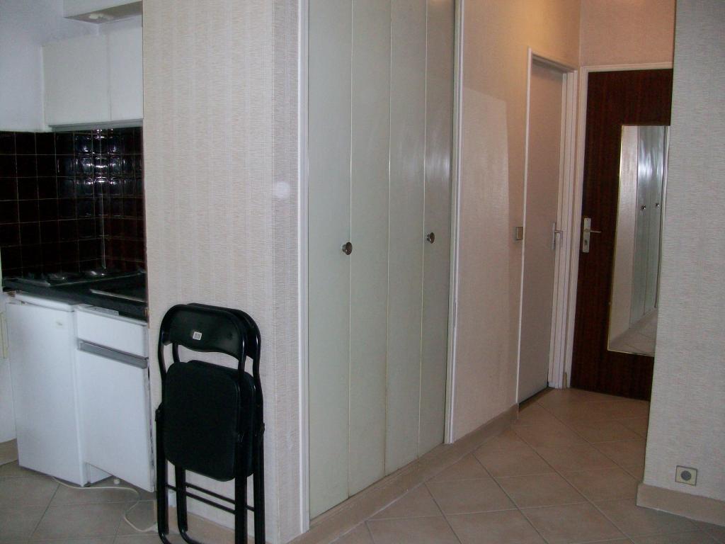 location de studio meubl de particulier particulier meudon 770 25 m. Black Bedroom Furniture Sets. Home Design Ideas