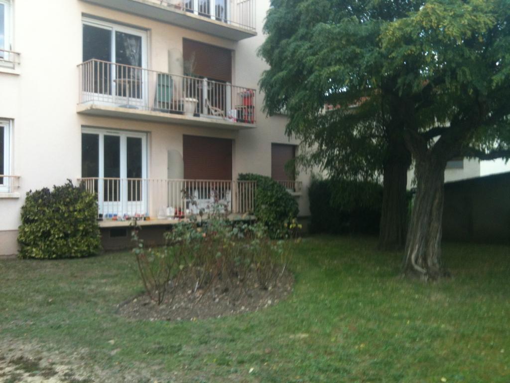 location d 39 appartement t3 sans frais d 39 agence chatou 1025 53 m. Black Bedroom Furniture Sets. Home Design Ideas