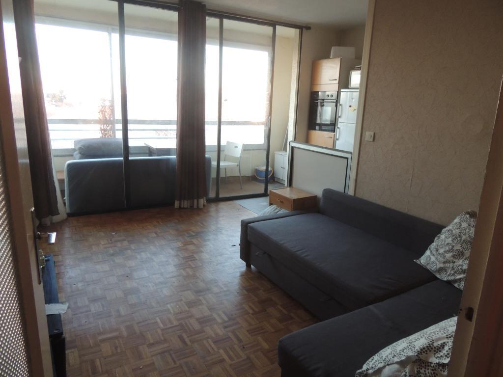 location de studio meubl de particulier lyon 69008 560 26 m. Black Bedroom Furniture Sets. Home Design Ideas