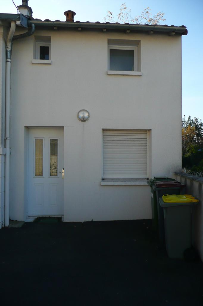 Location de maison f2 sans frais d 39 agence niort 500 for Location de garage niort