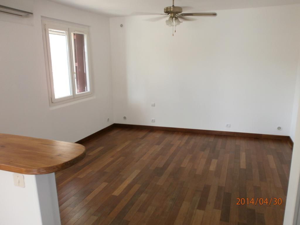 location d 39 appartement t3 de particulier nimes 650. Black Bedroom Furniture Sets. Home Design Ideas