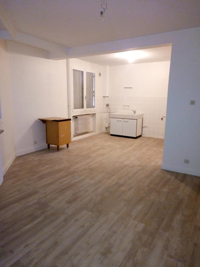 location d 39 appartement t3 entre particuliers st etienne 520 61 m. Black Bedroom Furniture Sets. Home Design Ideas