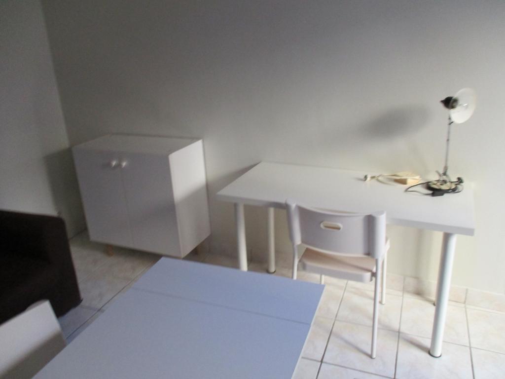 location d 39 appartement t1 meubl entre particuliers limoges 359 24 m. Black Bedroom Furniture Sets. Home Design Ideas