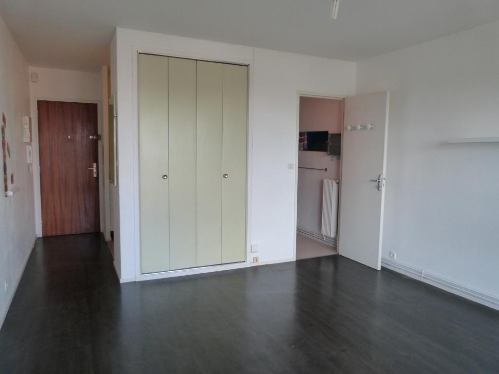 location de studio de particulier particulier talence 450 23 m. Black Bedroom Furniture Sets. Home Design Ideas