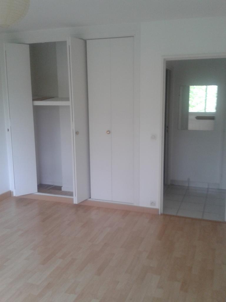 location de studio entre particuliers sevres 800 31 m. Black Bedroom Furniture Sets. Home Design Ideas
