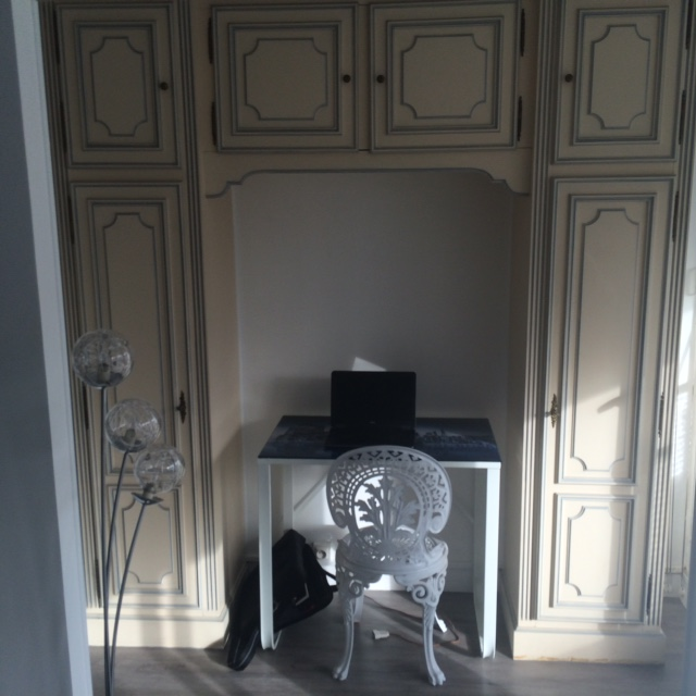 location de studio meubl entre particuliers paris 75015 1200 31 m. Black Bedroom Furniture Sets. Home Design Ideas