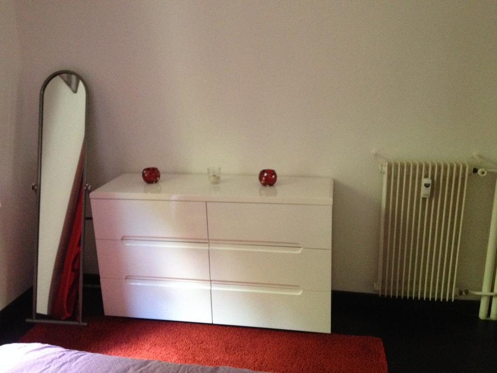 location d 39 appartement t2 meubl de particulier menton 850 48 m. Black Bedroom Furniture Sets. Home Design Ideas