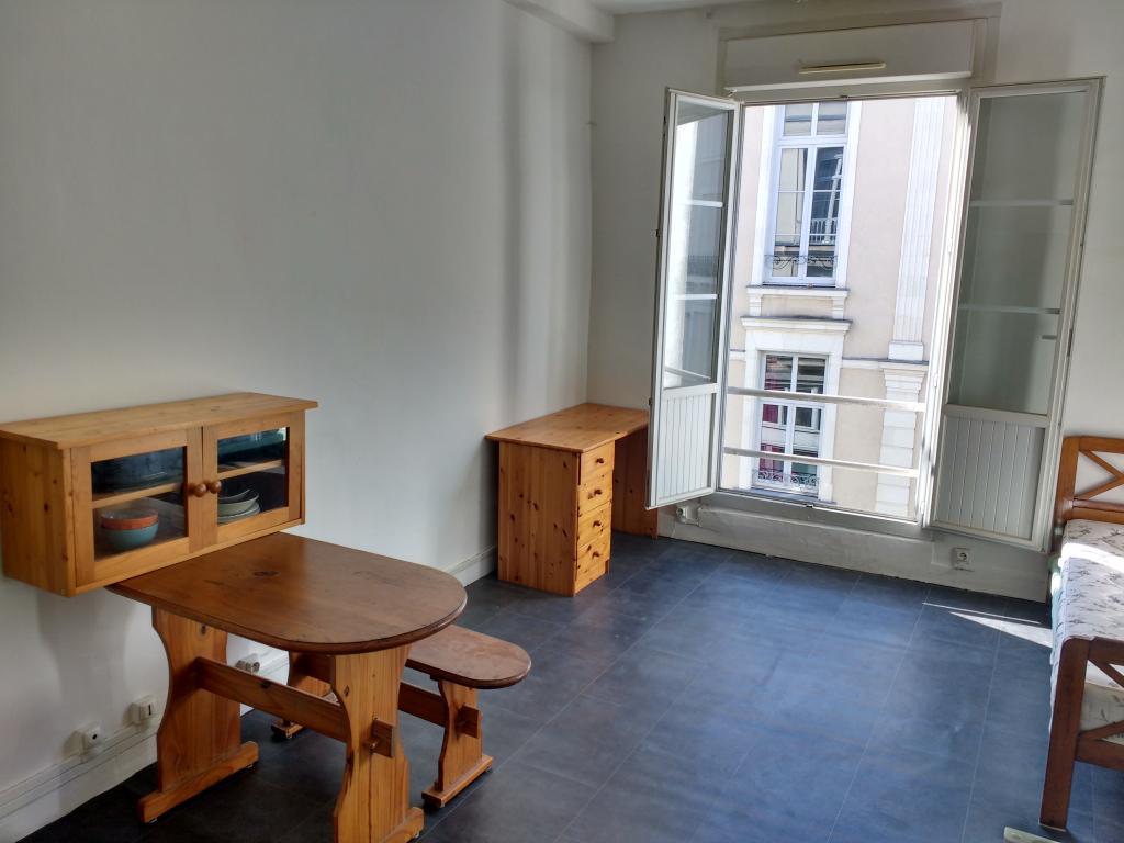 location de studio sans frais d 39 agence angers 320 24 m. Black Bedroom Furniture Sets. Home Design Ideas