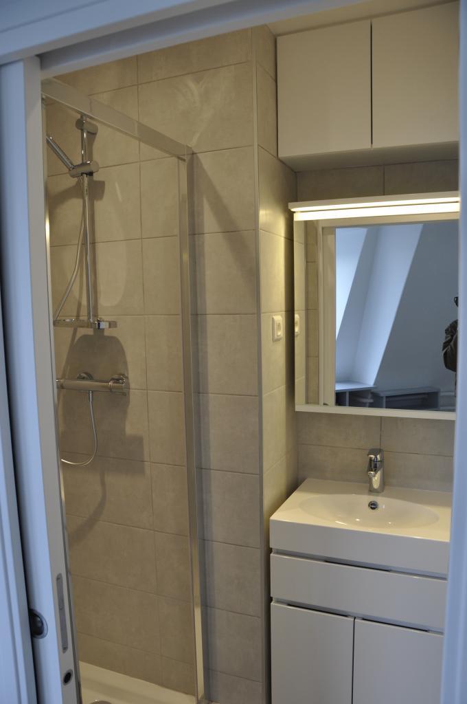 location de studio meubl sans frais d 39 agence neuilly sur seine 950 21 m. Black Bedroom Furniture Sets. Home Design Ideas