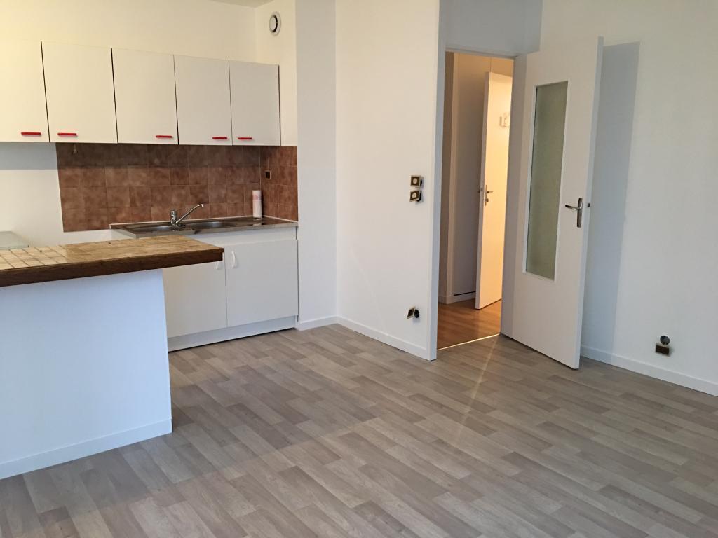 location d 39 appartement t2 sans frais d 39 agence nantes 520 35 m. Black Bedroom Furniture Sets. Home Design Ideas