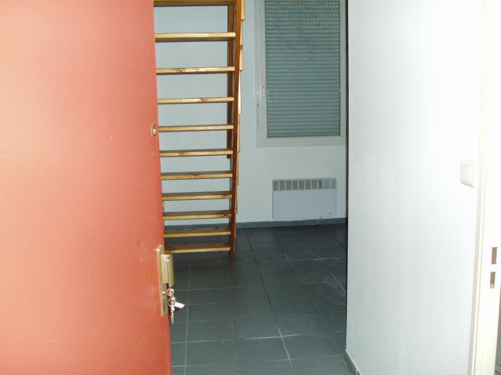location de studio entre particuliers marseille 13012 420 20 m. Black Bedroom Furniture Sets. Home Design Ideas