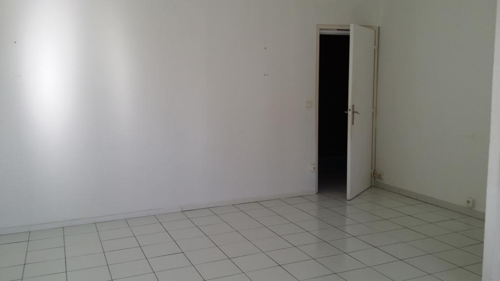 location appartement t3 a st mitre les remparts