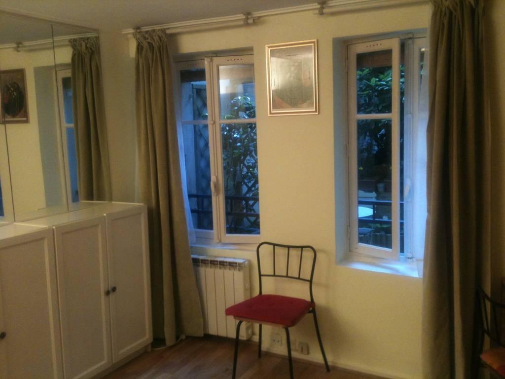location de studio meubl de particulier paris 75014 1250 34 m. Black Bedroom Furniture Sets. Home Design Ideas