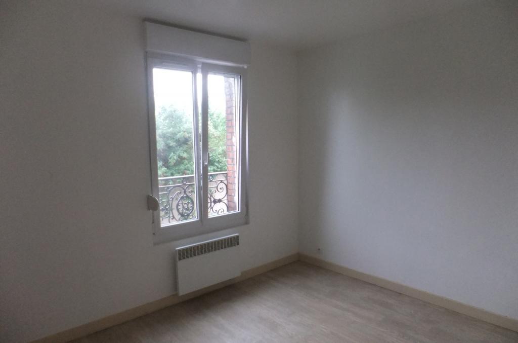 location d 39 appartement t2 entre particuliers reims 470 28 m. Black Bedroom Furniture Sets. Home Design Ideas