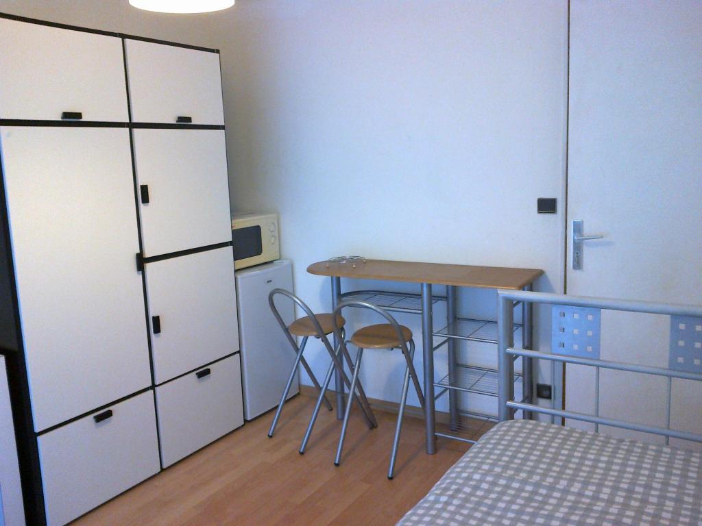 location de chambre meubl e sans frais d 39 agence nantes 320 15 m. Black Bedroom Furniture Sets. Home Design Ideas