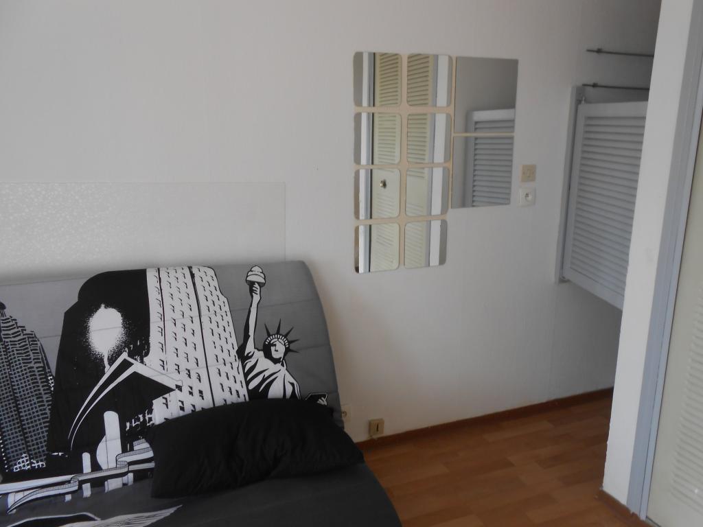 location de studio meubl entre particuliers aix en provence 470 16 m. Black Bedroom Furniture Sets. Home Design Ideas