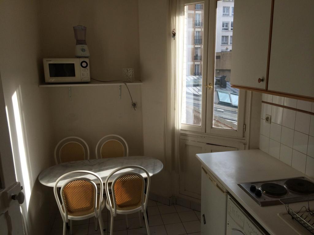 location de studio meubl entre particuliers paris 75015 995 34 m. Black Bedroom Furniture Sets. Home Design Ideas