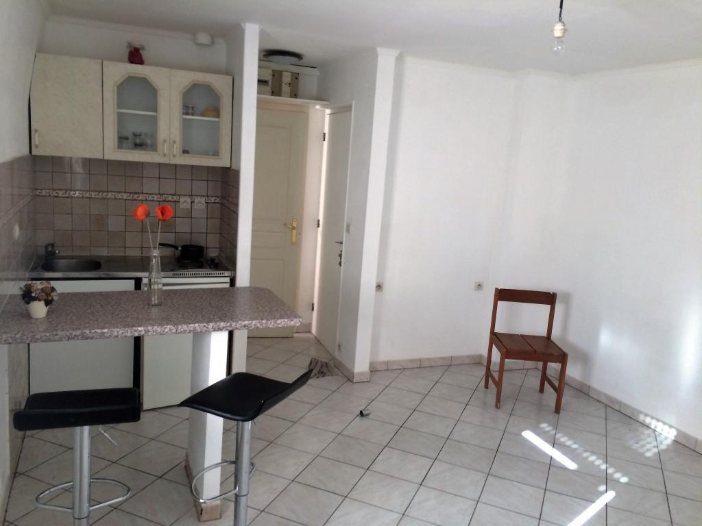 location de studio de particulier particulier st maur des fosses 625 23 m. Black Bedroom Furniture Sets. Home Design Ideas
