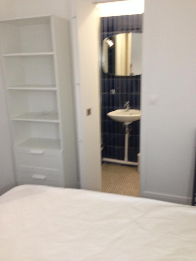 location d 39 appartement t2 meubl sans frais d 39 agence. Black Bedroom Furniture Sets. Home Design Ideas