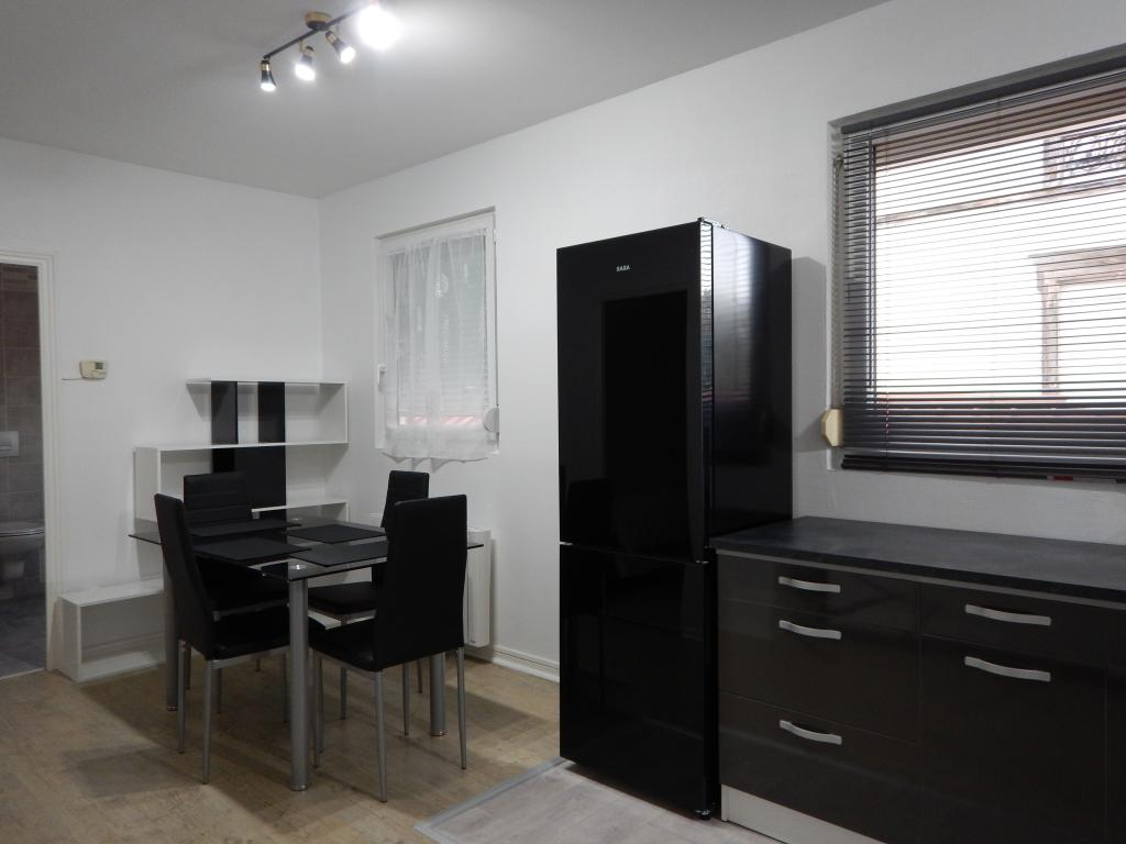 location d 39 appartement t2 de particulier troyes 460 48 m. Black Bedroom Furniture Sets. Home Design Ideas