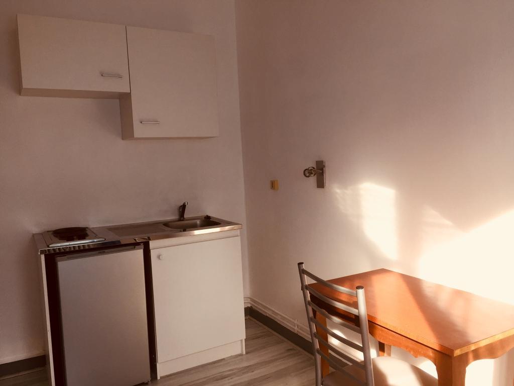 De particulier à particulier Saint-Éloi, appartement chambre de 14m²