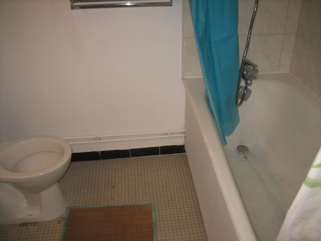 location de studio de particulier particulier paris 75013 950 42 m. Black Bedroom Furniture Sets. Home Design Ideas