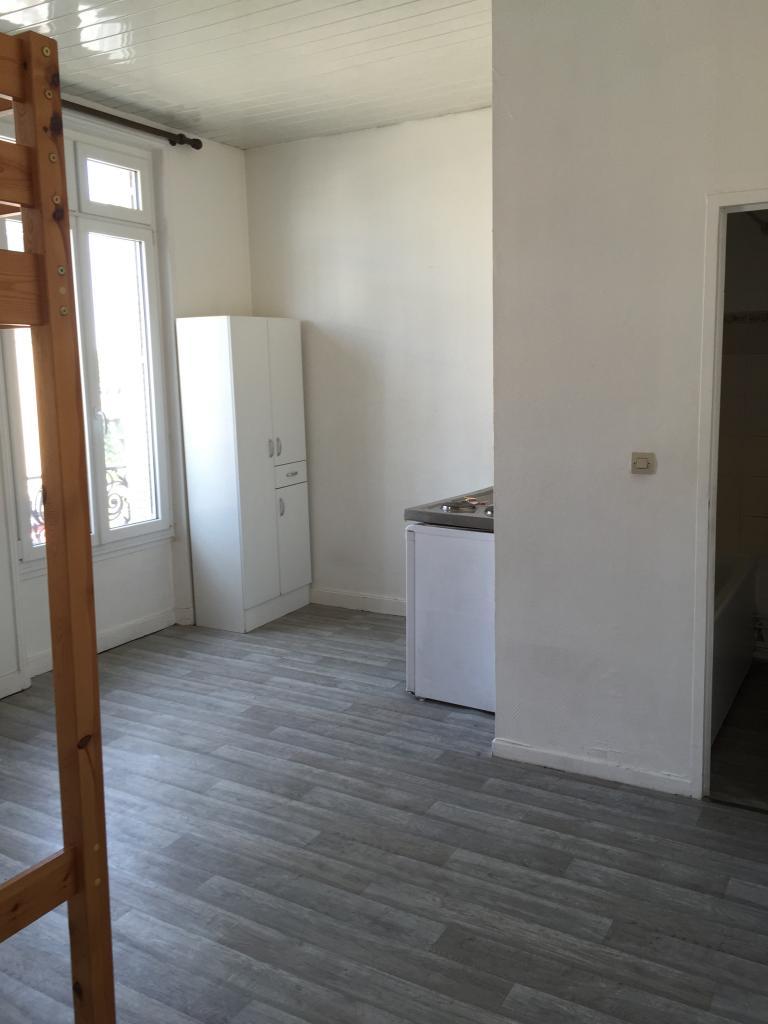 location de studio de particulier particulier reims 320 20 m. Black Bedroom Furniture Sets. Home Design Ideas